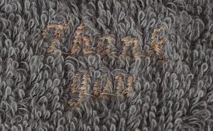 鈍色に茶綿色刺繍